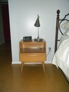 My little night stand pod!  Isn't is cute!