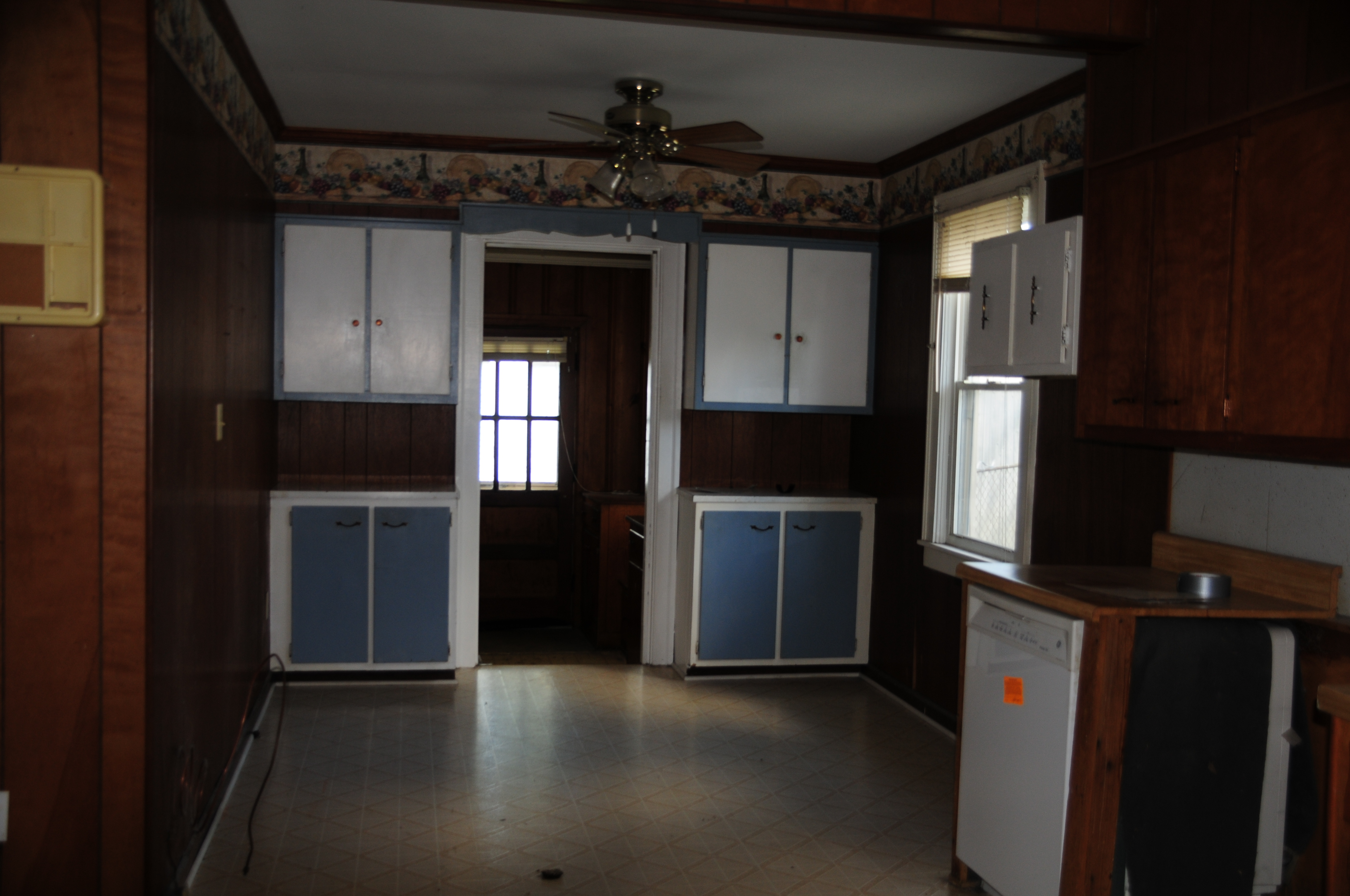 Two Tone Wall Paint Jobs - The kitchen was nice sized large enough for an eat in dining area but the two tone paint job on the extra cabinets dated wallpaper border